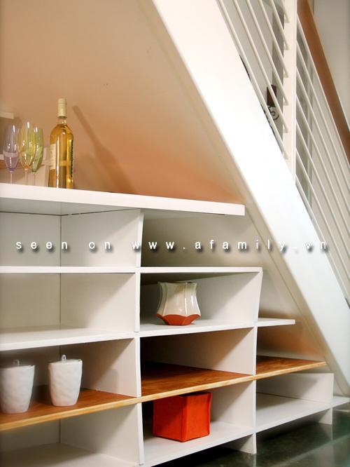 Sử dụng giá đựng tận dụng các khoảng trống trong nhà | ảnh 5