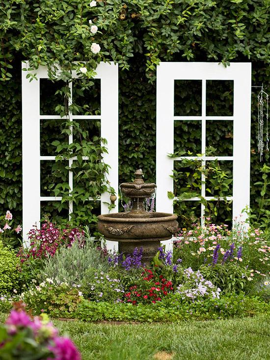 Tạo cho khu vườn đẹp bất ngờ từ cánh cửa cũ | ảnh 3