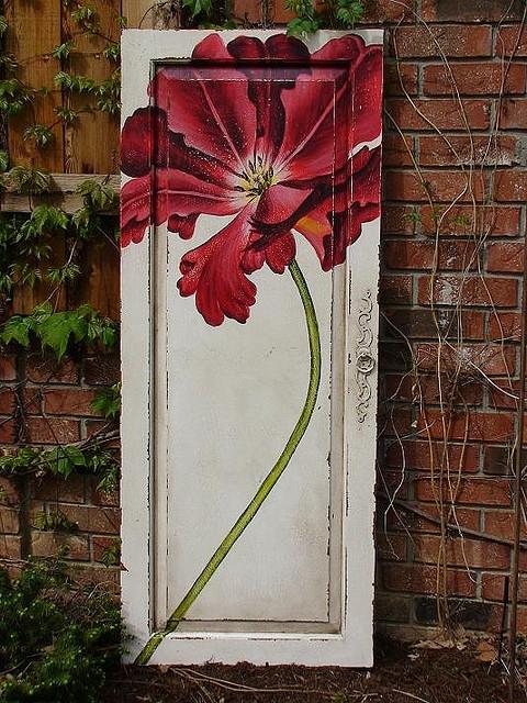 Tạo cho khu vườn đẹp bất ngờ từ cánh cửa cũ | ảnh 7