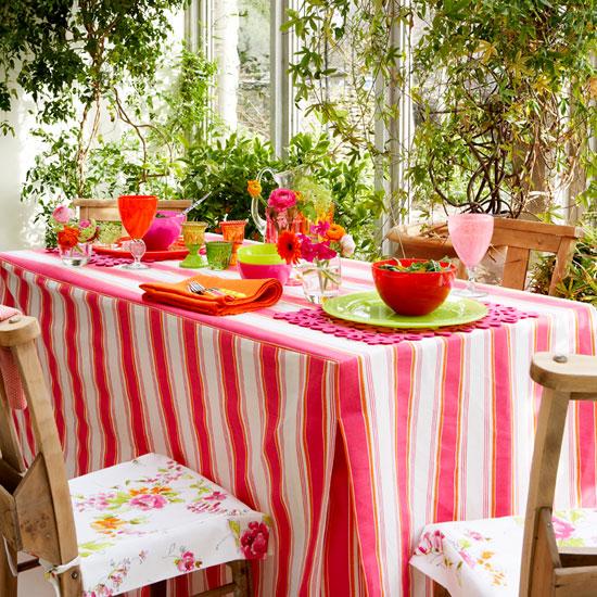 Trang trí cho bữa tiệc ngoài trời bằng khăn trải bàn | ảnh 1