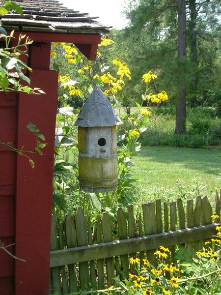 Dùng chuồng chim để...trang trí sân vườn | ảnh 10